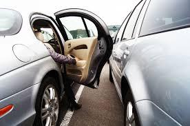 諦めていた気になるお車のへこみを出張修理で。へこみ修理(えくぼなど)を「綺麗」「早い」「安い」のデントリペアで気持ちよくカーライフを